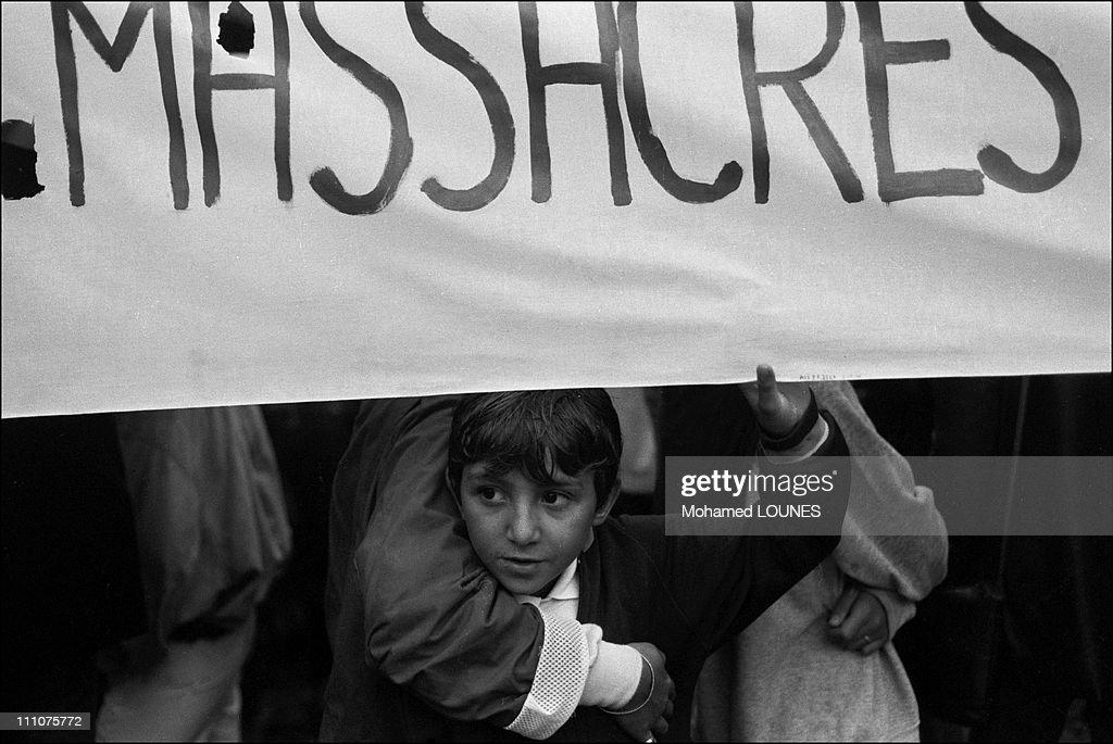Demonstration against responsibles for the Sabra and Chatila massacres in France on September 25th, 1982. : Fotografía de noticias
