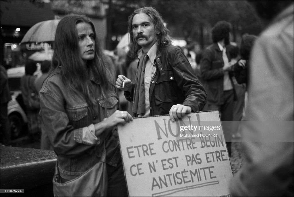 Demonstration against responsibles for the Sabra and Chatila massacres in France on September 25th, 1982. : News Photo