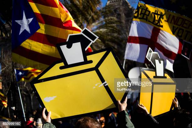 Demonstration ambient with independence symbols giving support to Artur Mas Irene Rigau and Joana Ortega on their walk to the Court of Justice to...