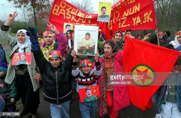 Demonstration in Deutschland lebender Kurden demonstrieren für die Freilassung des in Italien inhaftierten Kurdenführers Abdullah Öcalan