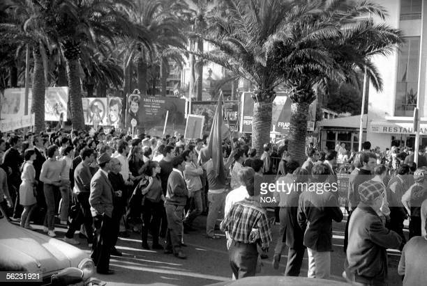 Demonstration in front of the Festivals palace Cannes mai 1968 HA107713