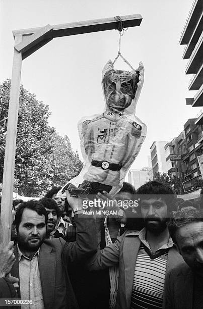 Demonstration in front of the US embassy where American hostages are held by Islamist students on November 16 1979 in Tehran Iran