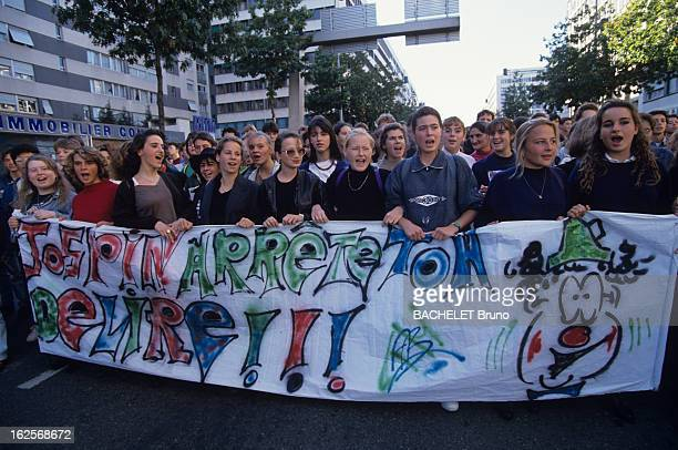 Demonstration Of High School Students In Le Mans Against Their Working Conditions And Violence le Mans Octobre 1990 Lors des manifestations lycéennes...