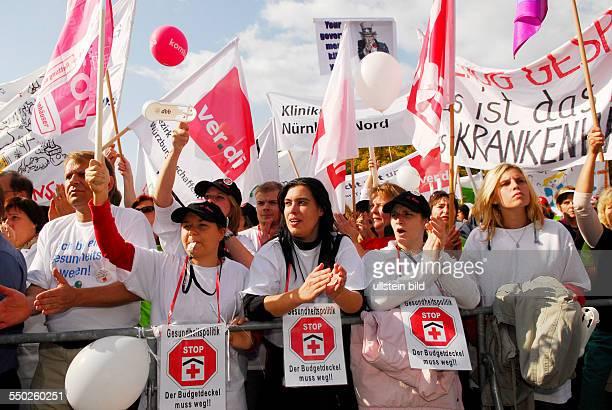 Demonstration von Klinikangestellten gegen die schlechte finanzielle Situation von Krankenhäusern in Berlin