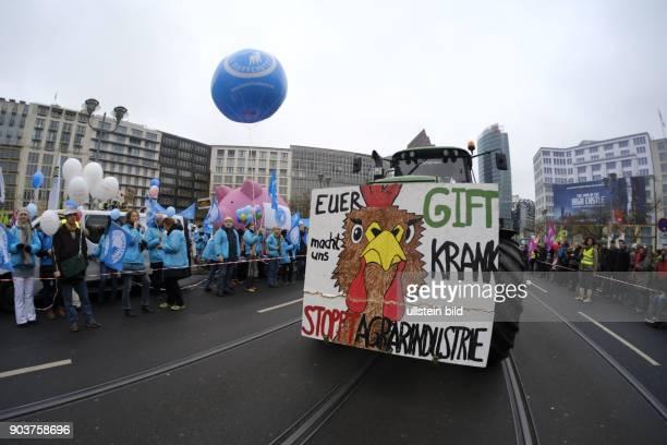 Demonstration von Landwirten Umweltschutz und Tierschutzverbänden gegen die Agrapolitik der Bundesregierung unter dem Motto WIR HABEN ES SATT