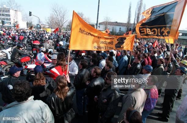 Demonstrationsmarsch von Bergleuten gegen die geplanten Kürzungen der Subventionen im Steinkohlebergbau Bonn