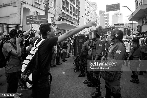 De demonstração e Riot equipamento