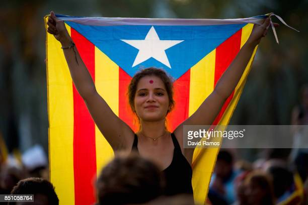 A demonstrator holding a Catalan ProIndependence flag 'Estelada' demonstrates in front of the Catalan High Court building on September 21 2017 in...