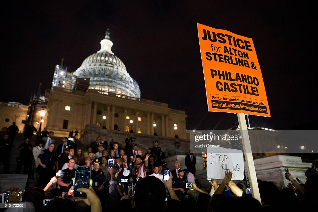 Activists At The White House Protest Shooting Deaths Of Two Black Men By Police : News Photo