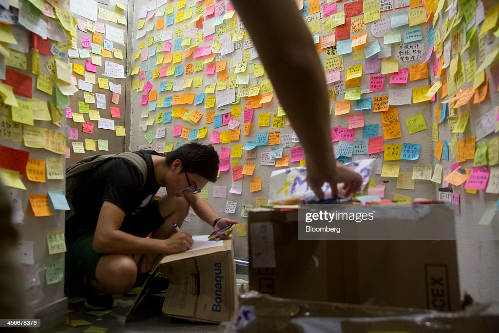 Hong Kong Students Urged to End Protests Before Government Deadline : News Photo