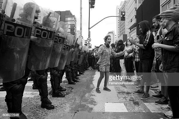 demonstrators and police - riot police stock pictures, royalty-free photos & images