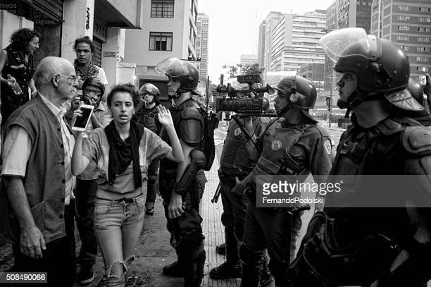 demonstrators and police - civil disobedience movement stock pictures, royalty-free photos & images