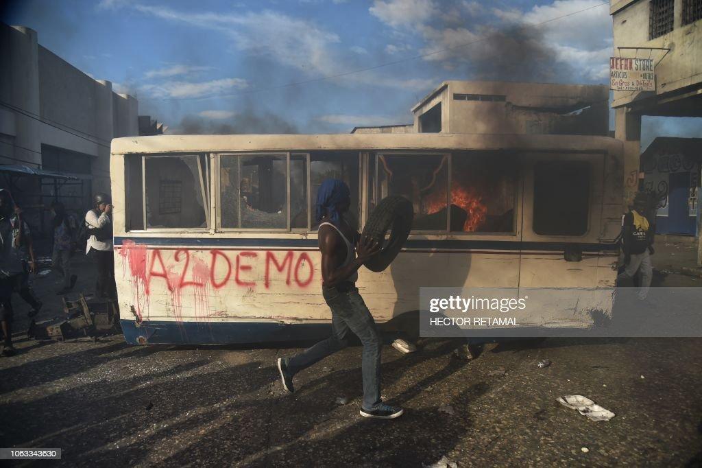 TOPSHOT-HAITI-POLITICS-CORRUPTION : News Photo