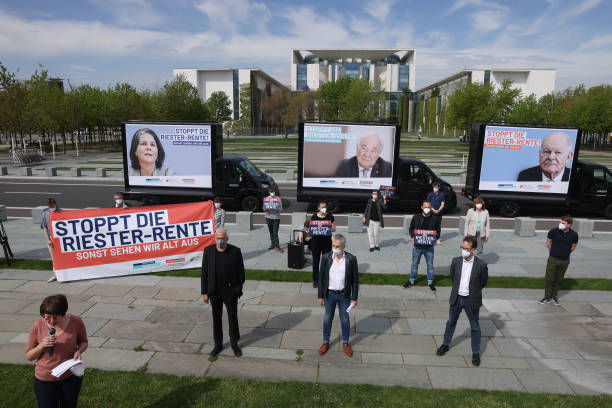 "DEU: Critics Demand End Of ""Riester-Rente"" Pension System"