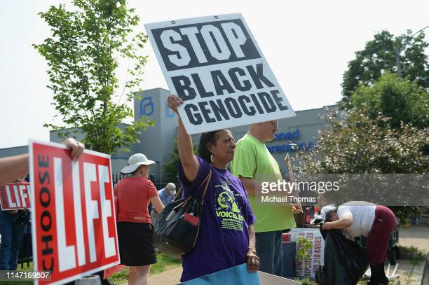 Demonstrators display signs outside the Planned Parenthood Reproductive Health Services Center on May 31, 2019 in St Louis, Missouri. In the wake of...
