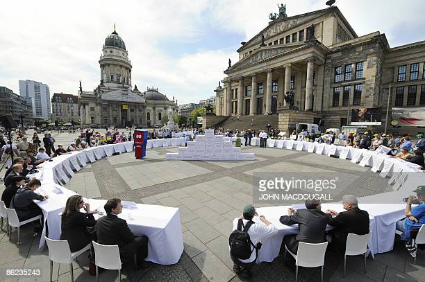 Demonstrators from the German Farmers' Association organise a giant round table in order for farmers to put forth their problems during a protest at...