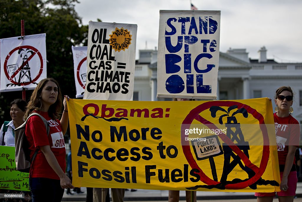 'Keep It In The Ground' Protest Outside The White House Over Fossil Fuel Leasing And The Dakota Pipeline : News Photo