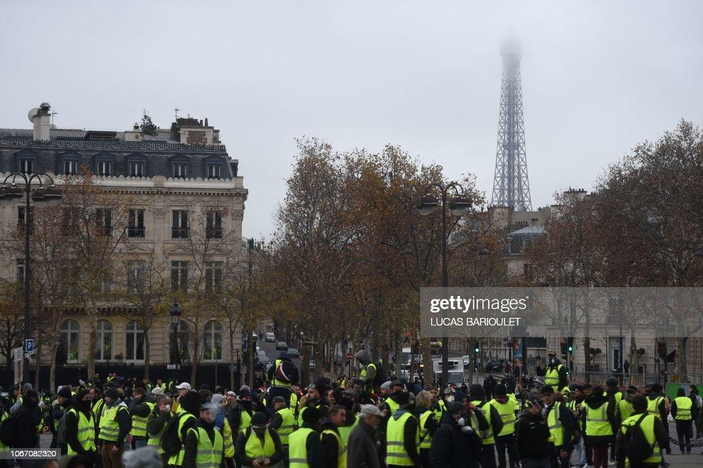 FRANCE-SOCIAL-POLITICS-ENVIRONMENT-OIL-DEMO : News Photo
