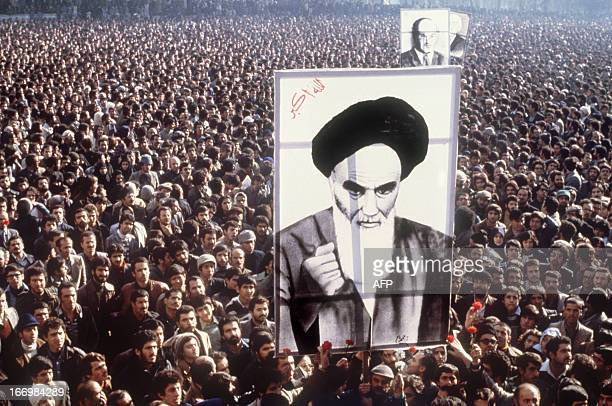 Demonstrators hold a poster of Ayatollah Ruhollah Khomeini in January 1979 in Teheran during a demonstration against the shah / AFP PHOTO
