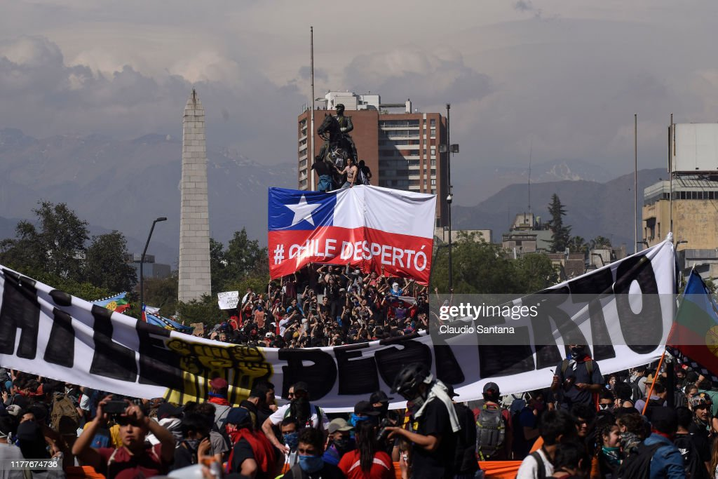 State Of Emergency Remains As Demonstrations And Looting Continues In Chile : Nieuwsfoto's