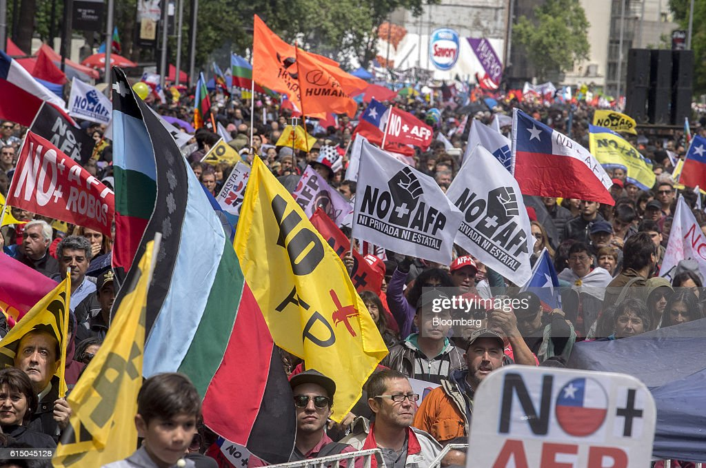 Protesters March On Santiago Against The Pension Fund Administrators (AFP) Scheme : News Photo