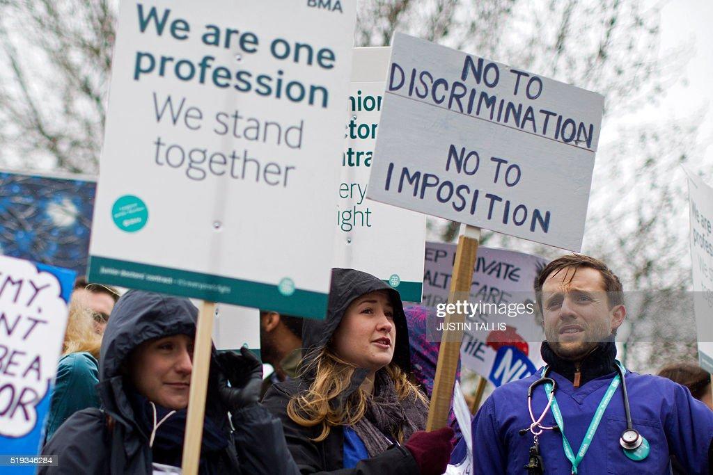 BRITAIN-HEALTH-DOCTORS-STRIKE : ニュース写真