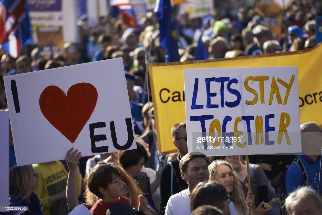 BRITAIN-EU-BREXIT-POLITICS-REFERENDUM : News Photo