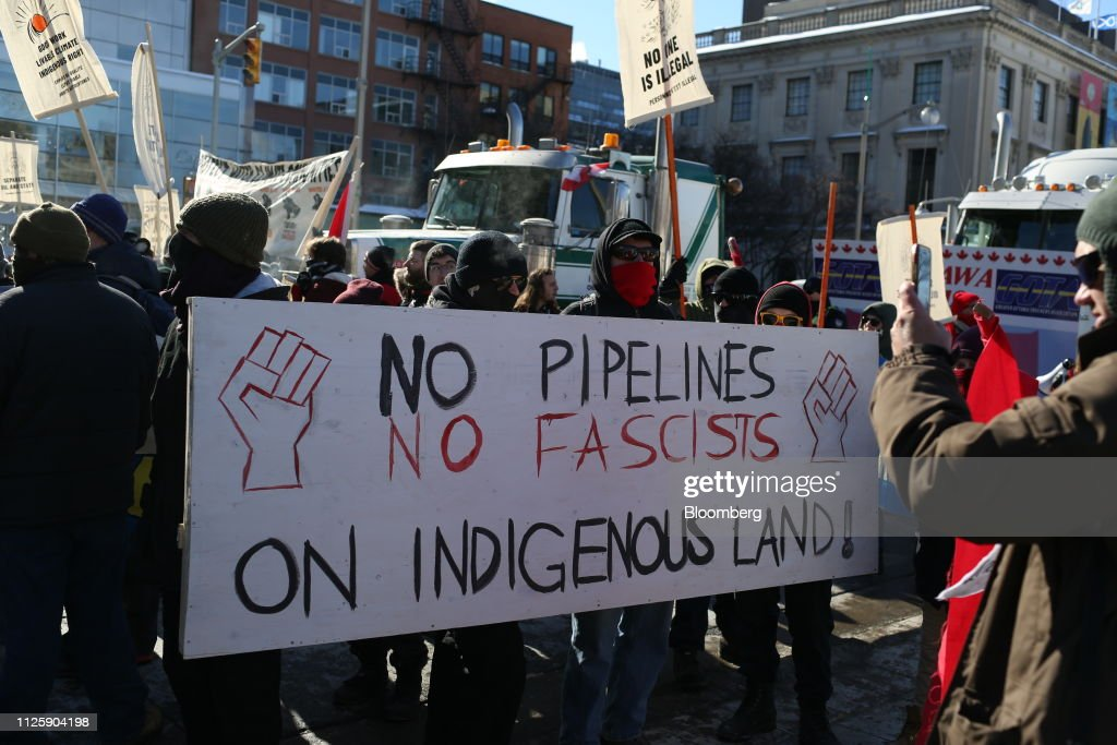 CAN: Pro-Pipeline United We Roll Convoy Demonstration