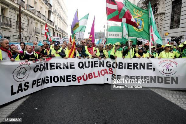 Demonstrators in defence of pensions follow the path from Sol to the Congress of Deputies with a banner 'Govern who governs, public pensions, defend...