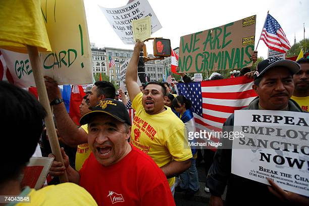 Demonstrators in support of immigrant's rights march from an immigration reform rally in Union Square on May 1 2007 in New York City The protest was...