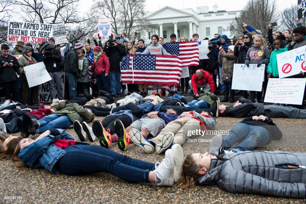 Teens For Gun Reform Hold Protest At The White House : Nieuwsfoto's