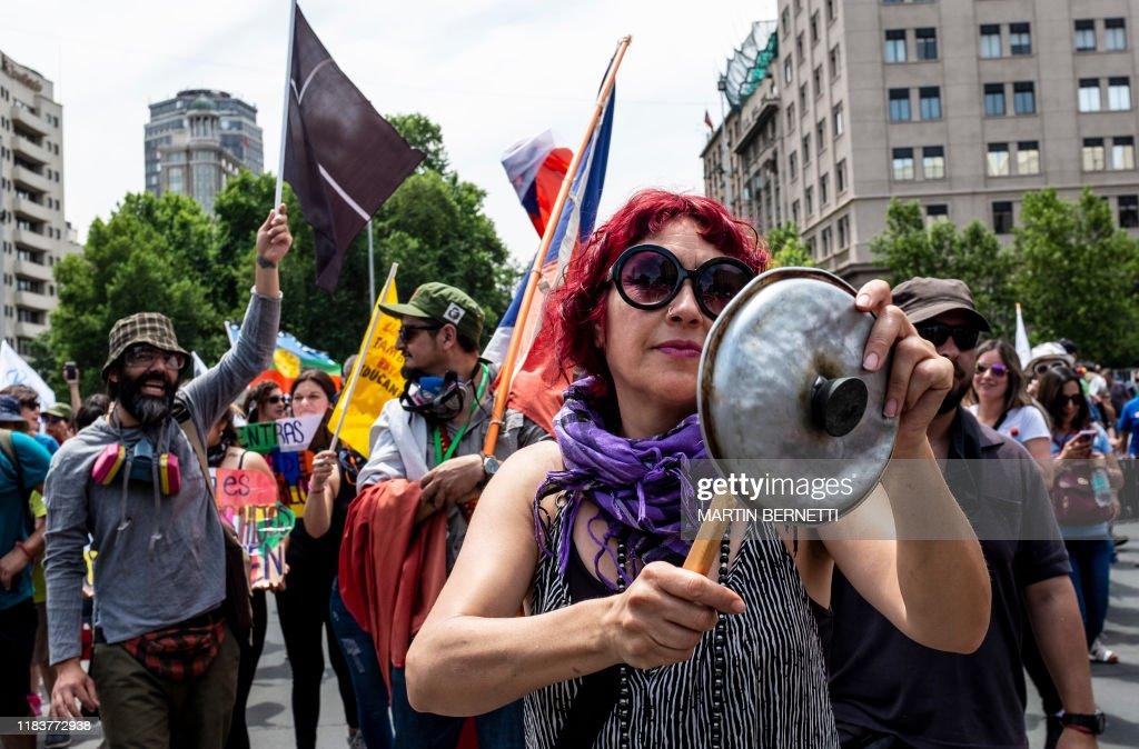 CHILE-CRISIS-PROTEST : News Photo