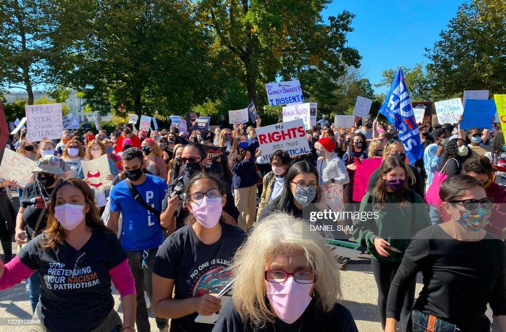 US-politics-court-demonstration : News Photo