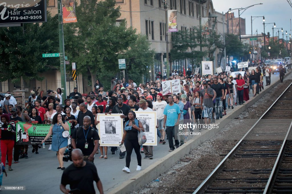 Activists Continue To Protest After Weekend's Police Shooting On Chicago's South Side : News Photo