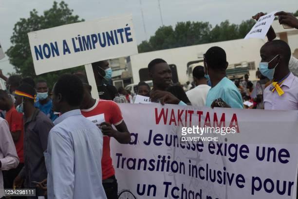 Demonstrators parade through the streets of N'Djamena on July 29, 2021. - Several hundred people demonstrated Thursday in N'Djamena against the junta...