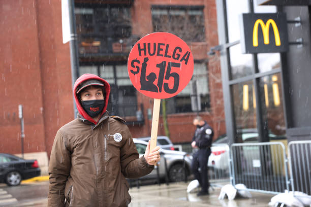 IL: Fast Food Workers Demonstrate Nationwide For Better Pay