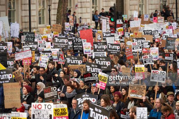 Demonstrators protest against US President Donald Trump outside Downing street in central London on February 4 2017 / AFP PHOTO / NIKLAS HALLE'N
