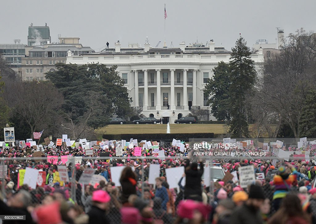 TOPSHOT - Demonstrators protest near the White House in Washington, DC, for the Women's March on January 21, 2017. Hundreds of thousands of protesters spearheaded by women's rights groups demonstrated across the US to send a defiant message to US President Donald Trump. / AFP / Andrew CABALLERO