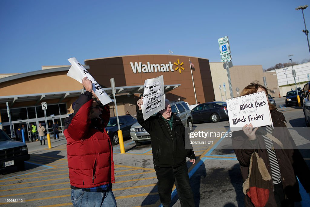 Holiday Shopping Begins In Ferguson As Protests Continue : Nachrichtenfoto