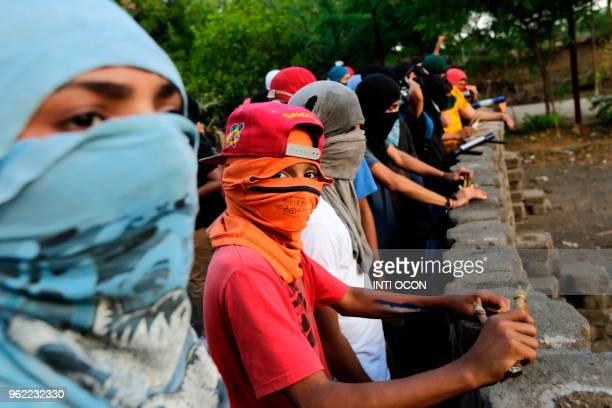 Demonstrators set up a barricade while resuming protests after peace talks between the government and opposition collapsed in Leon some 100km from...