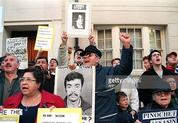 Demonstrators shout slogans 17 October at the entrance of The London Clinic hospital where former dictator Augusto Picochet is recovering from a...
