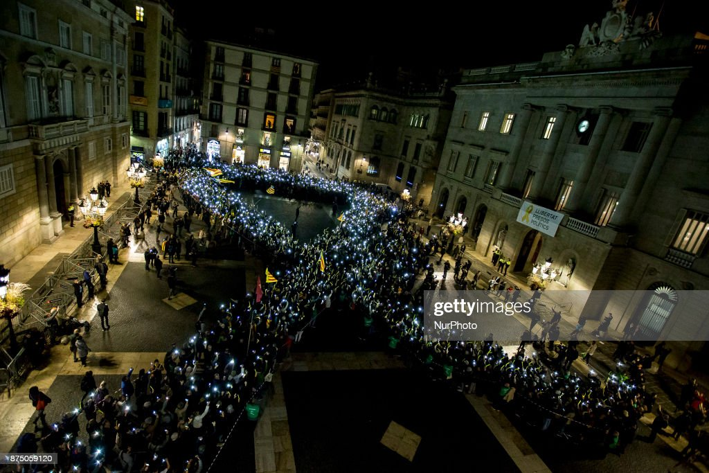 Continues Demonstration supporting catalonia's proindependence prisoners : News Photo