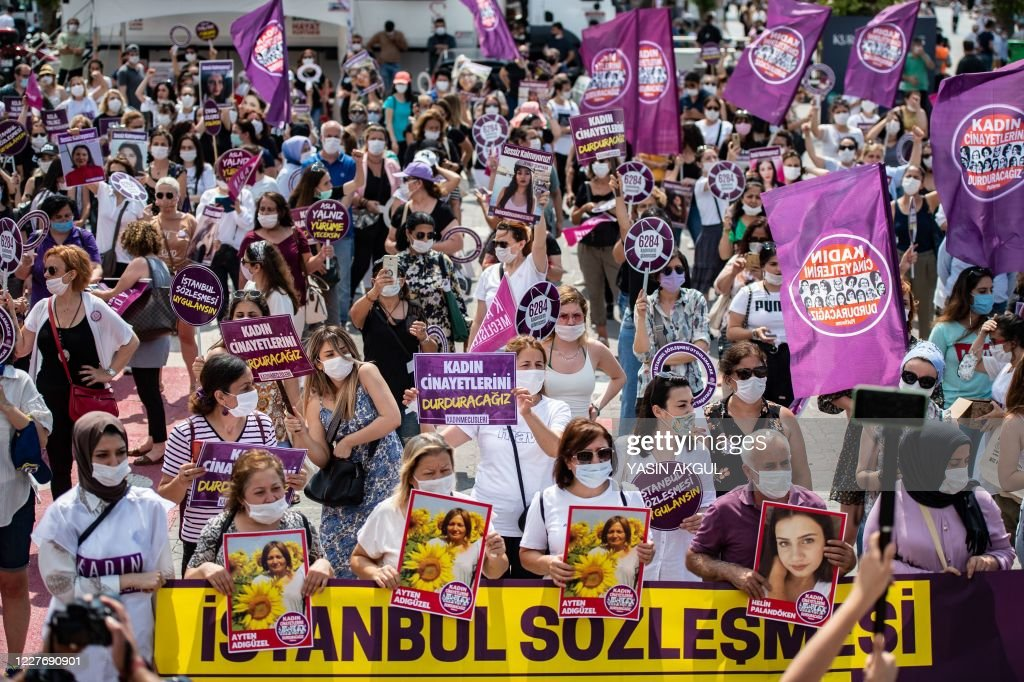 TURKEY-POLITICS-RIGHTS-WOMEN-DEMO : News Photo