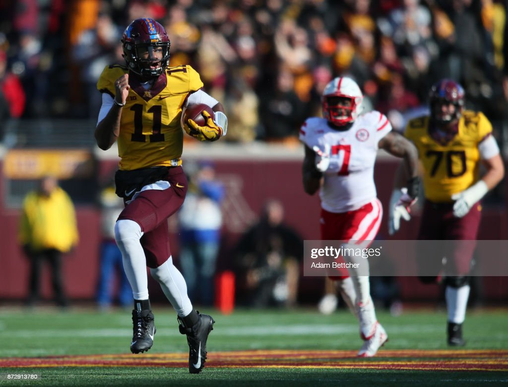 Demry Croft #11 of the Minnesota Golden Gophers carries the ball for a touchdown in the second quarter against the Nebraska Cornhuskers at TCF Bank Stadium on November 11, 2017 in Minneapolis, Minnesota.