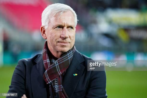 Den Haag trainer / coach Alan Pardew during the Dutch Eredivisie match between AZ Alkmaar and ADO Den Haag at AFAS stadium on March 07, 2020 in...