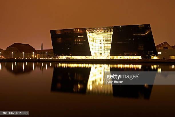 Den Sorte Diamant (Black Diamond) reflecting in river at night
