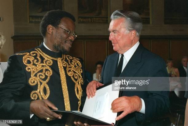 Den vom Generalkonsul Bruno H Schubert gestifteten gleichnamigen Umweltpreis bekommt der südafrikanische Innenminister Mangosuthu Buthelezi am...