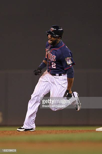 Denard Span of the Minnesota Twins runs against the New York Yankees on September 24 2012 at Target Field in Minneapolis Minnesota The Twins defeated...