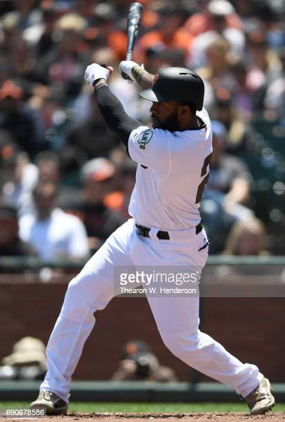 Denard Span of the San Francisco Giants bats against the Atlanta Braves in the bottom of the second inning at ATT Park on May 28 2017 in San...