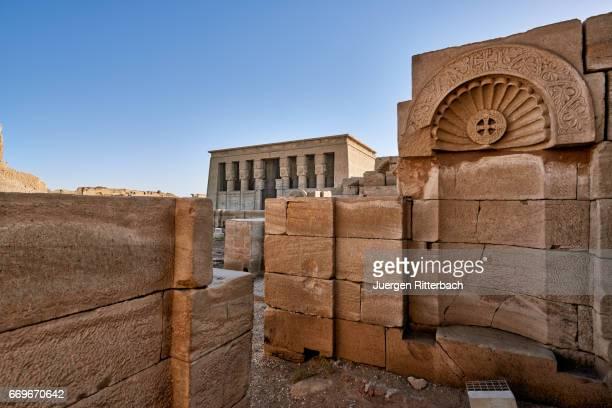 dendera temple complex - tempelcomplex van dendera stockfoto's en -beelden